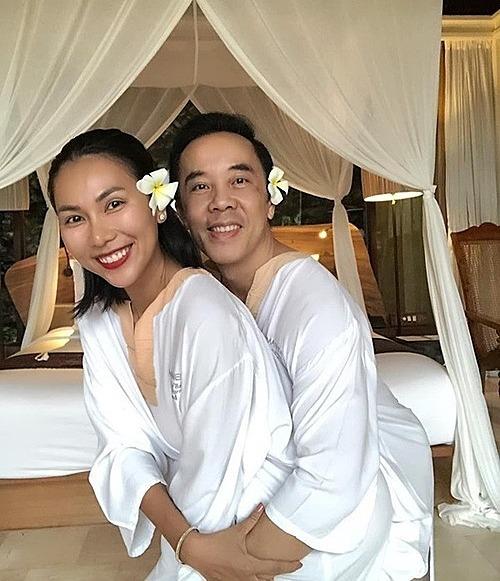 Khánh Ngọc bên bạn trai.