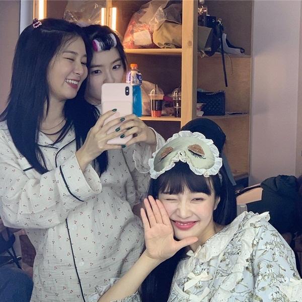 Joy, Seul Gi và Irene nhí nhố