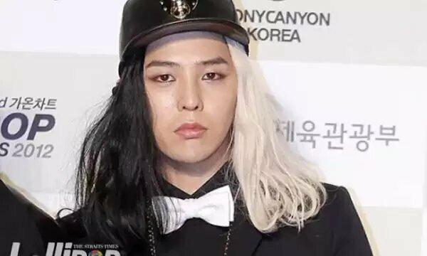 Với kiểu tóc hai nửa đối lập này, dù G-Dragon có thần thái, sang chảnh đến đâu cũng bịdìm không thương tiếc.