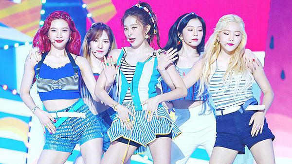 Theo TMI News, Red Velvet đã làm hài lòng người hâm mộ Kpop trên toàn thế giới với những thử nghiệm concept độc đáo.