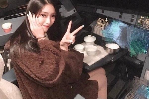 Bức ảnh nữ sinh Chen Yuying khoe trên weibo đã làm náo loạn ngành hàng không nước này.