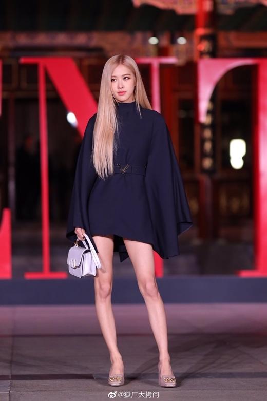 Rosé chiếm spotlight khi dự show của Valentino - 1