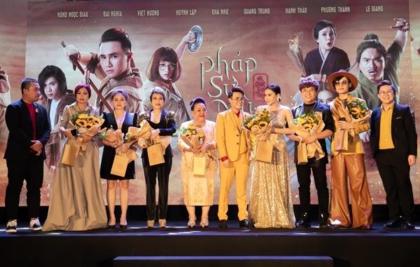 Sao Việt dự ra mắt phim Pháp sư mù - 12