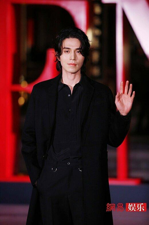 Nam diễn viên Lee Dong Wook.