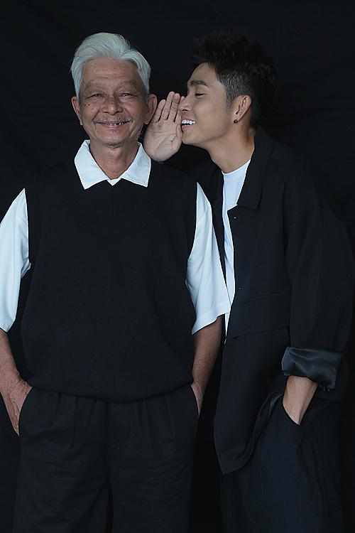 Jun Phạm và bố. Ảnh: Thiên Minh.