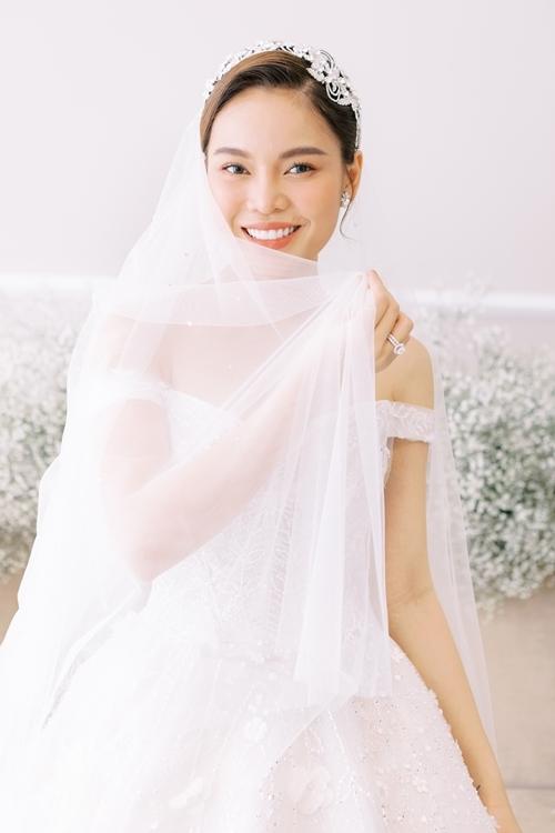 Giang Hồng Ngọc tung ảnh cưới bên chồng con - 7