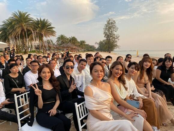 Vợ chồng Dương Khắc Linh, Phạm Quỳnh Anh, Khả Ngân, Minh Hằng... đều có mặt để dự hôn lễ.