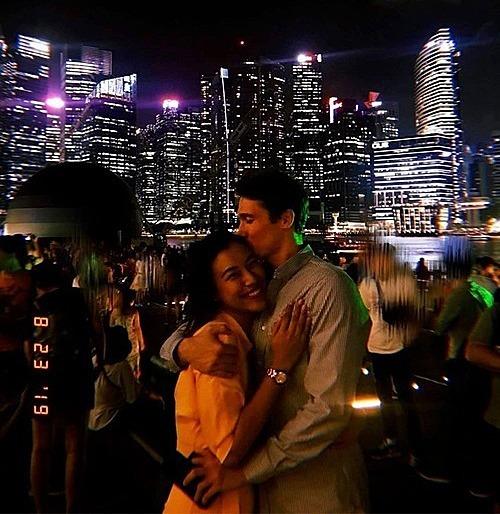 Hoàng Oanh bên bạn trai.