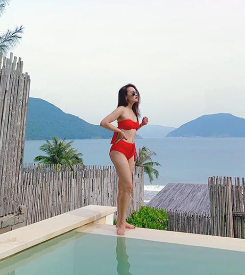 Bảo Thanh diện bikini khoe dáng gợi cảm.