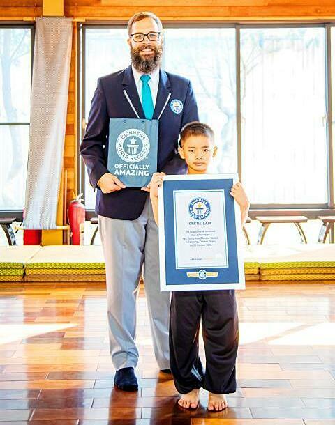 Cậu bé 7 tuổi, Wu Tsung-hsiu, nhận danh hiệu kỷ lục Guinness World Records.