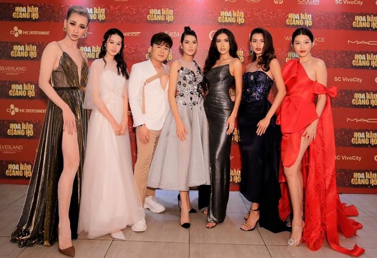 Dàn diễn viên chính của phim gồm Hoa hậu Minh Tú, Chế Nguyễn Quỳnh Châu, Cao Thiên Trang, Hải Triều, Quỳnh Anh... Họ xuất hiện lộng lẫy với trang phục chặt chém nhau.