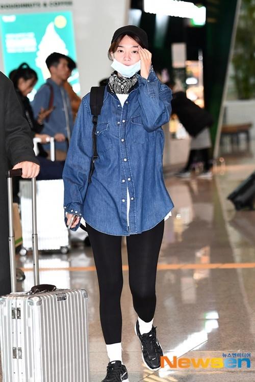 Nữ diễn viên Shin Min Ah để mặt mộc, trang phục thể thao khi về Hàn Quốc.