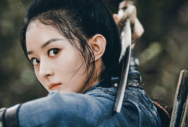 Ngoài vấn đề đất diễn, fan Triệu Lệ Dĩnh còn bất mãn với đoàn phim vì tạo hình nhân vật của cô quá đơn giản, thiết kế xấu hơn hẳn các vai nữ khác.