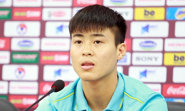 Tờ Fox Sports (Thái Lan) viết về câu chuyện cậu bé nhặt bóngDuy Mạnh. Ảnh: Lâm Thỏa.