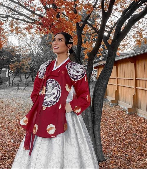 BB Trần duyên dáng hết cỡ khi mặc hanbok.