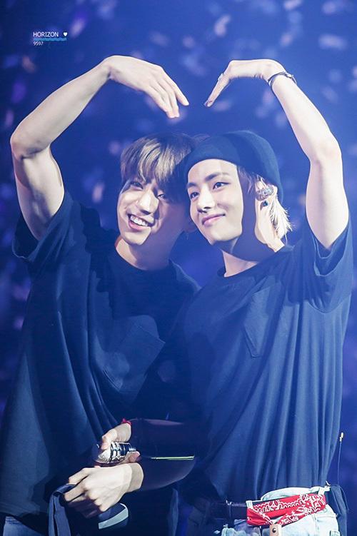 V và Jung Kook được fan ship nhiệt tình.