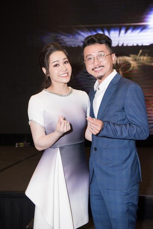 Diễn viên Hứa Minh Đạt thân thiết hơn với Nhật Kim Anh sau phim Tiếng sét trong mưa.