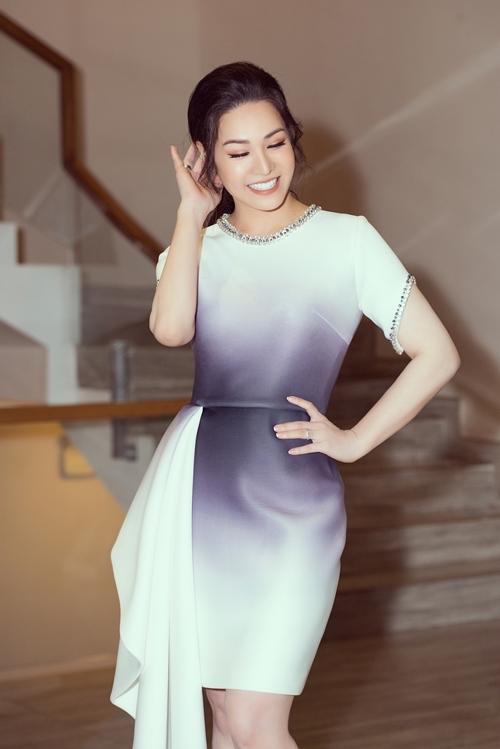 Nhật Kim Anh cho biết cô không muốn nhắc lại ồn ào về đời sống riêng tư ngày hôm nay. Cô xuất hiện ở đây ngày hôm nay với vai trò là một doanh nhân, giới thiệu dòng sản phẩm làm đẹp mới do mình làm chủ. Mọi ồn ào về chuyện chồng cũ sau ly hôn, cô xin phép giải thích sau.
