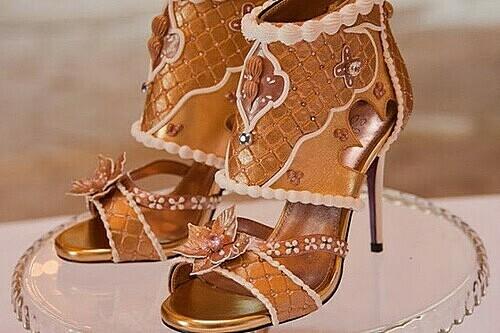 Buy or Not: Đôi giày cao gót gần 400 tỷ đồng? - 1