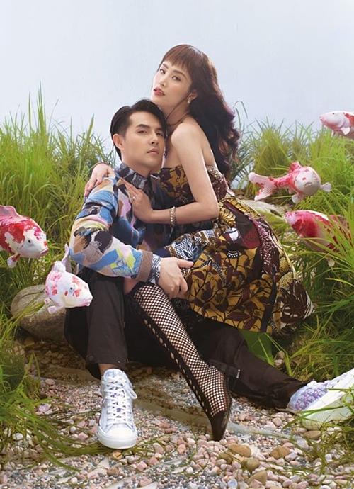 Cặp đôi đắt show quảng cáo, chụp hình sau đám cưới. Họ cùng xuất hiện trong bộ hình quảng bá của một thương hiệu mỹ phẩm.