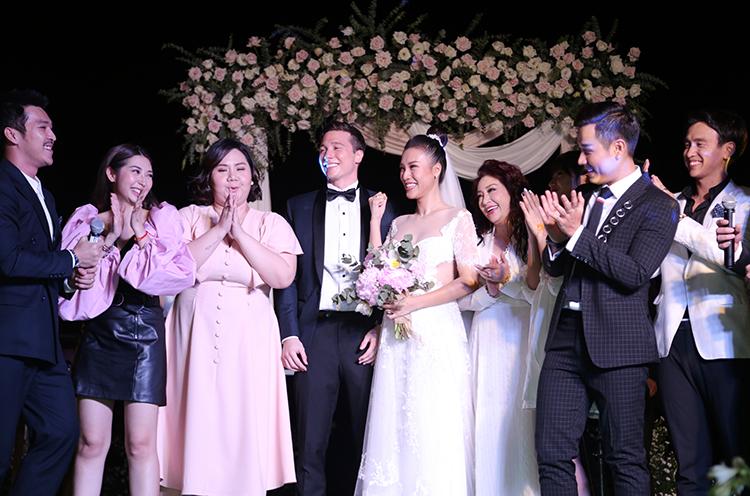 Thiên Minh, Khổng Tú Quỳnh, MC Quang bảo cũng có mặt để chúc mừng Hoàng Oanh.