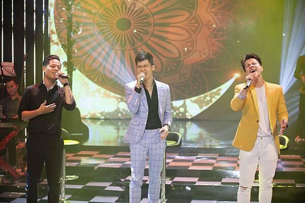 Đêm nhạc của ba ca sĩ - nhạc sĩ là Đinh Mạnh Ninh, Quang Hưng và Thành Vương được mở màn bằng bản hòa tấu Phố chiều. Sau đó, họ cùng nhau thể hiện những nhạc phẩm gắn liền với tên tuổi. Đây là cuộc hội ngộ đặc biệt khi các nghệ sĩ bao trọn; từ sáng tác, hòa âm phối khí đến việc thể hiện ca khúc.