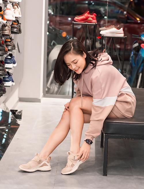 Nữ diễn viên vừa trở về Việt Nam sau chuyến công tác dài ngày cùng Nhà hát Tuổi trẻ tại Nhật Bản.