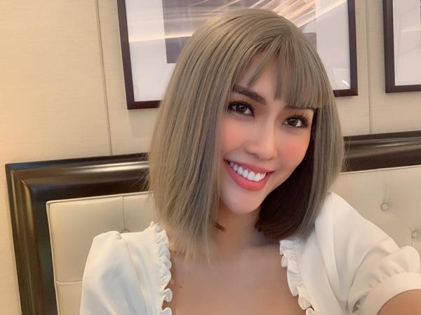 Tường Linh chia sẻ, đến với Miss Universe Vietnam, côbiết rằng cuộc thi sẽ có vòng thi đo nhân trắc học. Đây là cách côxóa tan tin đồn phẫu thuật thẩm mỹ. Côtự tin với vẻ đẹp tự nhiên của mình.
