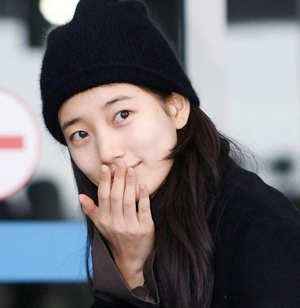 Mặt mộc của Suzy cho thấy cô có làn da sáng khỏe, trắng trẻo, không tỳ vết.