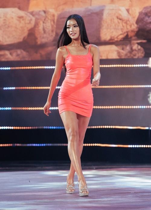 Lâm Thị Bích Tuyền đến từ An Giang sở hữu gương mặt đẹp. Tuy nhiên, cô chỉ cao 1,67 m. Theo chia sẻ từ ban tổ chức, dựa vào phần thể hiện của thí sinh ở đêm thi bán kết, các giám khảo sẽ chọn ra top 15 và công bố trong đêm chung kết vào ngày7/12 tới.