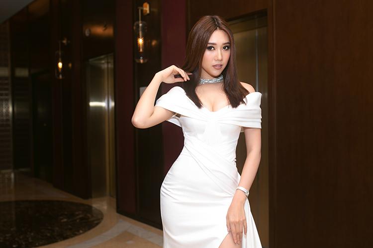 Thời gian gần đây, mỹ nhân Tiền Giang hiếm hoi dự event vì bận rộn nhiều lịch trình.