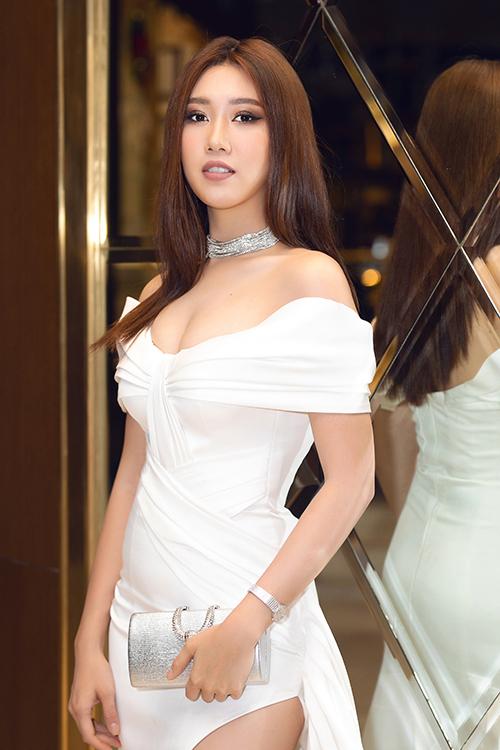 Để làm mới hình ảnh, nàng Hân hoa hậu thử nghiệm mái tóc dài, thay vì mái tóc ngắn trẻ trung, năng động vốn đã quen thuộc với khán giả.