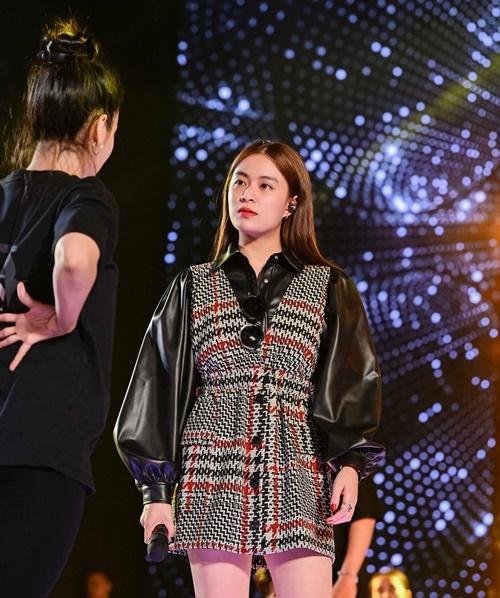 Hoàng Thùy Linh sẽ biểu diễn hai ca khúc là Bánh trôi nước và Tứ phủ.