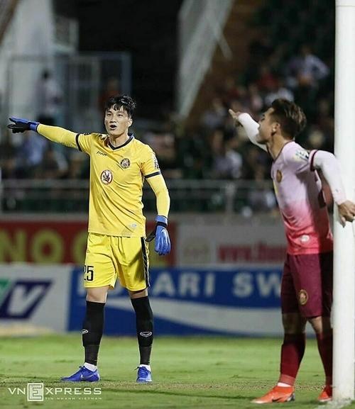 Văn Hoàng thi đấu nổi bật trong màu áo Sài Gòn FC.