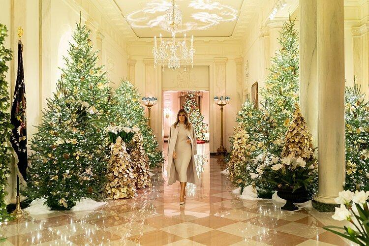 Bà Melania trong không gian được trang trí Giáng sinh ở Nhà Trắng.