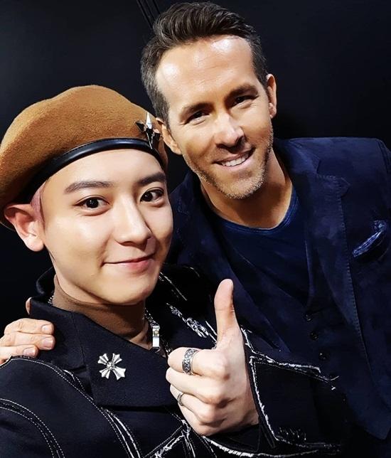 Chan Yeol hạnh phúc khi hiện thực hóa ước mơ được gặp Ryan Reynolds ở ngoài đời. Tài tử Deadpool đang ở Hàn quảng bá phim mới 6 Underground.