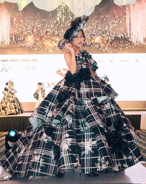Trong khuôn khổ các hoạt động tại VIBFW 2019, các nhà tạo mẫu tóc chuyên nghiệp đến từ Hàn Quốc, Indonesia, Trung Quốc sẽ là diễn giả cho nhiều talk show làm đẹp đặc biệt như Chuyện làm đẹp - Vẻ đẹp tiềm ẩn, Tóc bạn đang sống hay đã chết?...