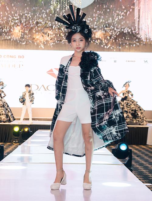 Tại đây khán giả sẽ có cơ hội chiêm ngưỡng xu hướng thời trang mới nhất, những thiết kế độc đáo, đa phong cách đến từ các thương hiệu đình đám trong và ngoài nước. Các ông lớn của ngành thời trang Việt Nam sẽ đổ bộ sàn diễn của Vietnam International Beauty & Fashion Week 2019 có thể kể đến như Lan Hương Fashion House, Joli Poli, Đắc Ngọc Designer House, W Fashion,.. Ngoài ra, các thương hiệu thời trang quốc tế như Manila Runway Republic - Philippin, Mama Salon - Hàn Quốc... cũng sẽ có những màn chào sân ấn tượng.