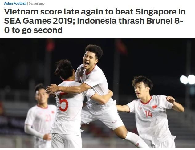 Fox Sports đăng hình ảnh Hà Đức Chinh ăn mừng cùng đồng đội.
