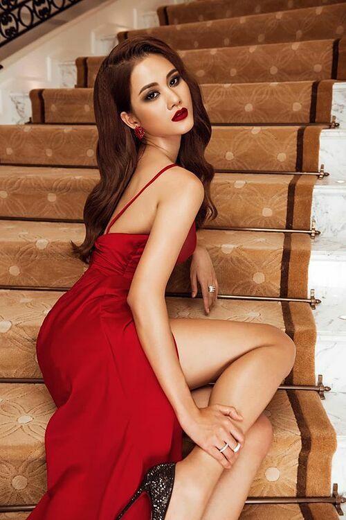 Quán quân Vietnams Next Top Model 2015 -Hương Ly- cao 1,76 m. Cô nặng 64 kg, số đo ba vòng là 82-60-92 cm. Cô thuộc nhóm thí sinh dẫn đầu cuộc thi. Nhiều năm làm người mẫu, Hương Ly sở hữu bản lĩnh sân khấu vững vàng.