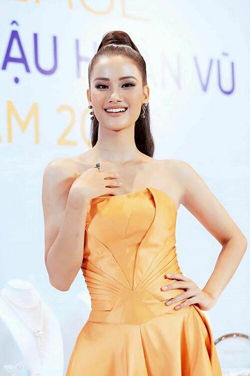 Nhiều khán giả nhận định Hương Ly thiếu sự bứt phá trong cuộc thi. Hình ảnh của cô đang khá an toàn.
