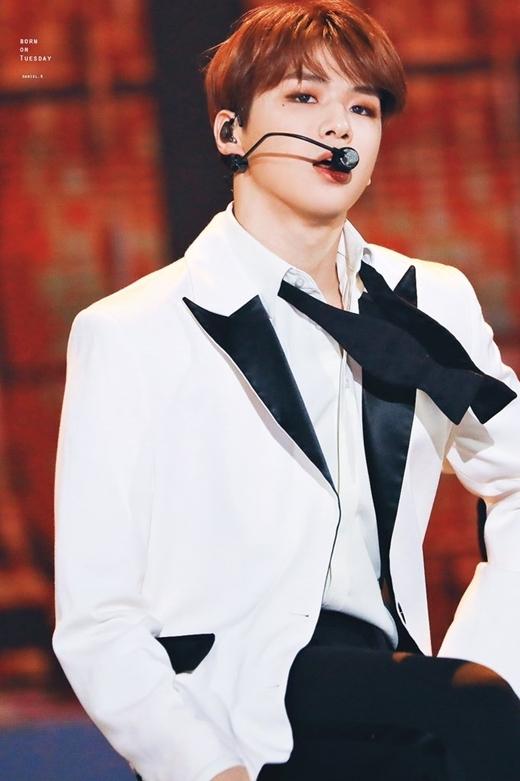 Kang Daniel dừng đợt quảng bá Touchin vì sức khỏe sa sút, tinh thần mệt mỏi.
