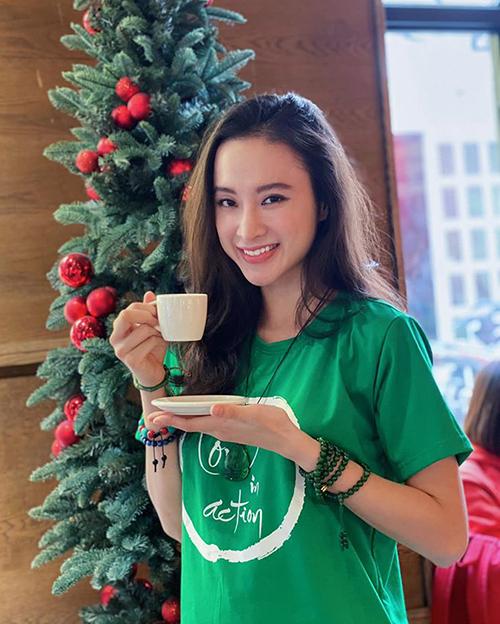 Angela Phương Trinh được khen giản dị hết cỡ vẫn rất xinh đẹp.