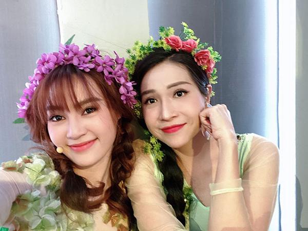 Lan Ngọc và Khả Như so vẻ xinh đẹp khi cùng hóa cô tiên hoa.