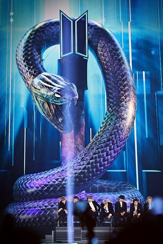 Sân khấu hoành tráng của BTS.