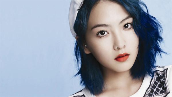 JiYoung là một trong những trường hợp ra mắt nhanh nhất trong lịch sử Kpop khi chỉ thực tập tại công ty 2 tuần trước đó. Sau khi rời nhóm KARA vào năm 2014, cô đã từ bỏ sự nghiệp idol vàlấn sang lĩnh vực diễn xuất.