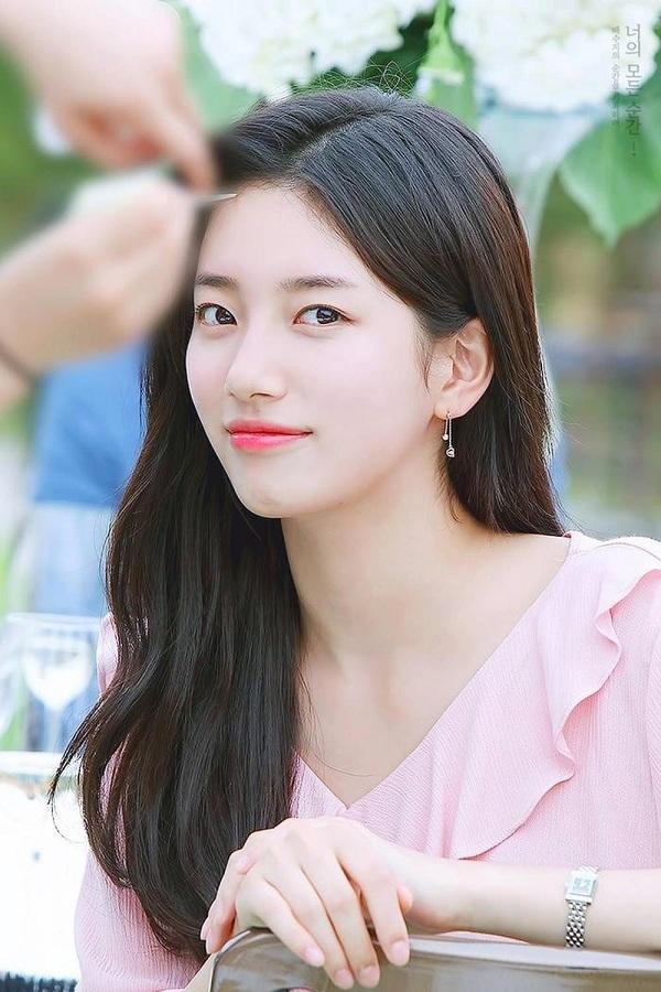 Suzy - nữ thần xinh đẹp nhất Kpop đã thực tập tại JYP khoảng 10 tháng trước khi ra mắt cùng 3 thành viên Miss A. Tuy không được đánh giá cao về tài năng ca hát nhưng cô luôn nằm vị trí số 1 trong các bảng xếp hạng nhan sắc.