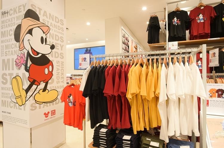 BST UT Mickey Stands kết hợp các mẫu họa tiết độc quyền và dành riêng cho thị trường Việt Nam, gồm bốn màu trắng, đỏ, vàng, đen.