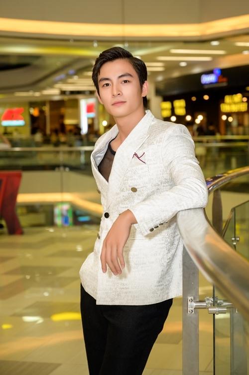 Nam diễn viên Lãnh Thanh khoe vẻ điển trai.