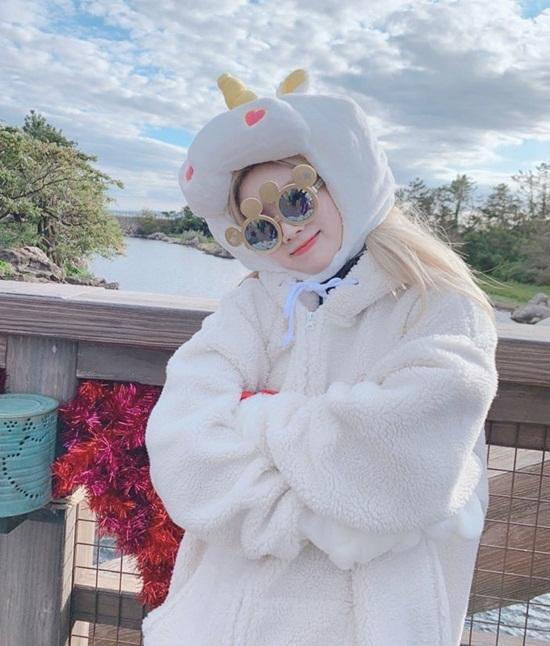 Da Hyun như chú cừu trắng mềm mại siêu đáng yêu.